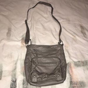 I am selling this off to the shoulder bag.